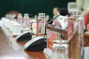 Tỉnh ủy Nghệ An thay hàng loạt chai nhựa ở các phòng họp