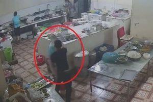 Kẻ tạt axit vào mặt nữ phụ bếp trạm dừng nghỉ ở Hòa Bình đã đầu thú