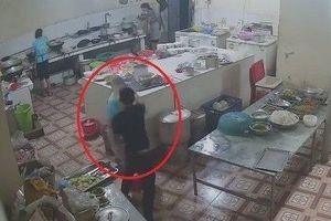 Đối tượng tạt axit nữ phụ bếp ở Hòa Bình đã ra đầu thú