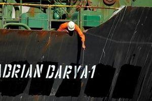 Phương Tây bất đồng về điểm đến của tàu chở dầu Iran