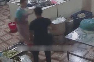 Nữ phụ bếp bị tạt axit mù mắt: Gã đàn ông 50 tuổi bỏ 10 triệu đồng thuê người trả thù
