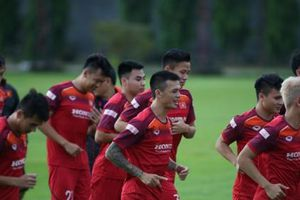 Tân binh Hữu Tuấn tuyên bố đội tuyển Việt Nam 'trên cơ' Thái Lan