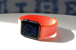 Apple ra chương trình thay màn hình miễn phí cho Apple Watch Series 2 và 3