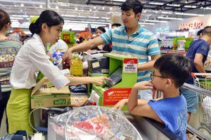 Chen chúc không chỗ hở trong siêu thị ngày Quốc khánh