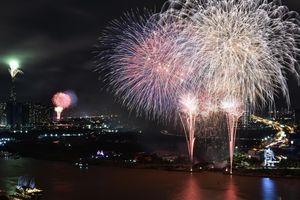 Pháo hoa mừng Quốc khánh thắp sáng bầu trời TP.HCM