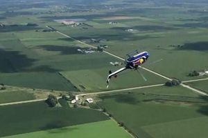'Thót tim' cảnh trực thăng Mỹ biểu diễn màn lộn ngược rồi rơi tự do