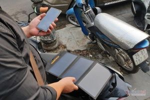 Trải nghiệm sạc điện thoại bằng pin năng lượng mặt trời