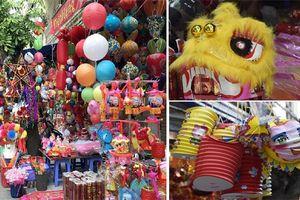 Hà Nội: Phố Hàng Mã nhộn nhịp 'sắc màu' trước Tết Trung thu