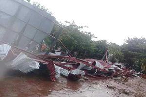 Hà Tĩnh: Trường học tan hoang vì lốc xoáy ngay trước năm học mới