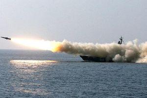 Xem tàu chiến Nga dội mưa tên lửa trên biển