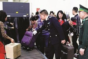 Hải quan Quảng Ninh kiểm soát chặt hàng cư dân biên giới
