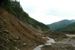 Nghệ An: Nhiều tuyến đường ở miền núi bị sạt lở do mưa lớn