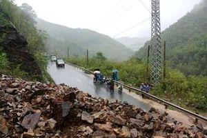Quảng Trị chia cắt ở nhiều nơi do mưa lớn, sạt lở