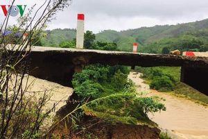 Đường Hồ Chí Minh đã thông tuyến, nhiều công trình hư hỏng do mưa lũ