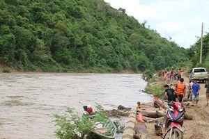 Một học sinh ở Nghệ An dũng cảm cứu sống 2 người dân giữa dòng lũ