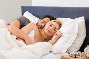 Nguy cơ nhồi máu cơ tim nhân đôi vì kiểu ngủ 'sung sướng' này
