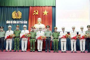 7 đảng viên sinh hoạt tại Đảng bộ Công an TP Đà Nẵng nhận Huy hiệu 30 năm tuổi Đảng