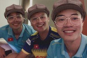 Trước giờ bóng lăn, khoảnh khắc nhí nhố của Quang Hải - Công Phượng làm fans không yêu không được