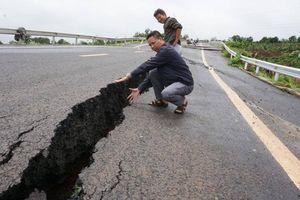 Đường tránh thị trấn Chư Sê sạt lở, nứt toác sau mưa lớn