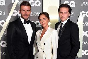 Brooklyn Beckham mặc suit đẹp lấn át cả bố David mẹ Victoria trên thảm đỏ