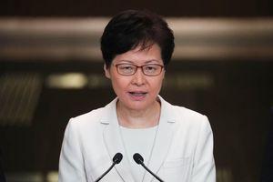 Trưởng đặc khu Hồng Kông lần đầu gặp gỡ báo chí, lý giải việc rút dự luật gây tranh cãi