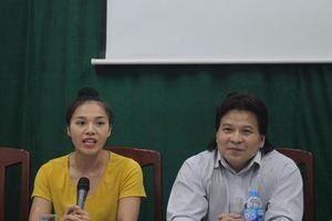 Lần đầu Việt Nam có nữ diễn viên diễn với trăn khổng lồ