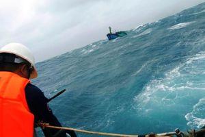 Chìm tàu trên biển, 1 ngư dân tử vong, nhiều người mất tích