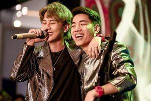 Jack và K-ICM biểu diễn hit 'Sóng gió' trước hàng nghìn học sinh