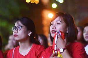 Cổ động viên Việt 'thở phào' sau trận hòa 0 - 0 trên đất Thái