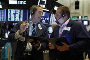 Mỹ - Trung nối lại đàm phán, thị trường chứng khoán xanh trở lại