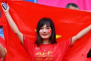 CĐV Việt Nam cuồng nhiệt trên khán đài cổ vũ thầy trò Park Hang-seo