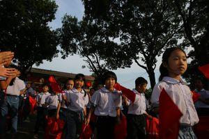 Phó Thủ tướng chung vui ngày hội khai trường tại Bắc Giang
