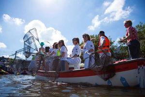 Tour du lịch 'câu' rác thải nhựa hút khách tại Hà Lan