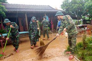Sát cánh cùng nhân dân ứng phó, khắc phục hậu quả lũ lụt
