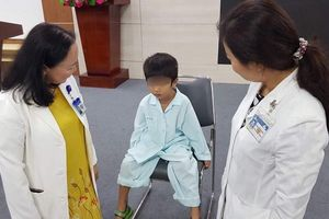 Nhét 2 viên pin vào tai, bé trai 5 tuổi bị thủng màng nhĩ