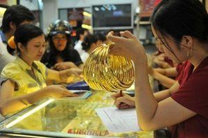Giá vàng hôm nay 5/9: Đồng USD lao dốc, giá vàng đại nhảy vọt