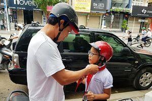 Những chiếc ô tô ngang ngược làm xấu khai giảng năm học mới ở Đà Nẵng
