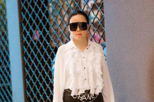 Phượng Chanel mặc đồ đen trắng tinh giản mà vẫn bị chê xấu