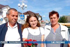 Bị bắt cóc suốt 20 năm, cô gái nghẹn ngào đoàn tụ cùng bố mẹ nhờ sự giúp đỡ của bạn trai