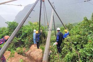 PC Quảng Bình trắng đêm ứng phó sự cố điện trong mưa lũ