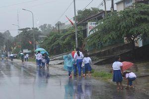 Thủ tướng đề nghị đảm bảo an toàn cho học sinh vùng mưa lũ miền Trung