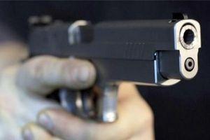 Vợ chở trai lạ tới nhà dùng súng ngắn bắn chồng nguy kịch rồi bỏ trốn