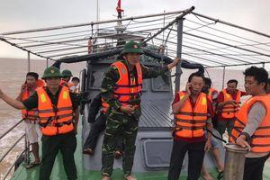 Cứu sống 4 thuyền viên Nghệ An trôi dạt trên biển