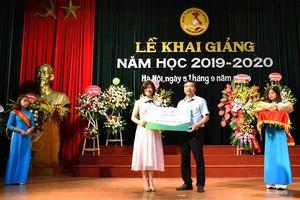 Trao học bổng cho sinh viên Học viện Ngân hàng