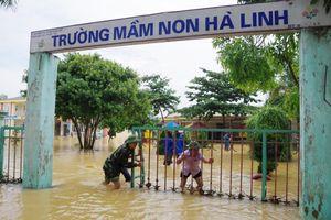 Bộ đội Biên phòng Hà Tĩnh nỗ lực giúp các trường học khắc phục mưa lũ, khai giảng năm học mới