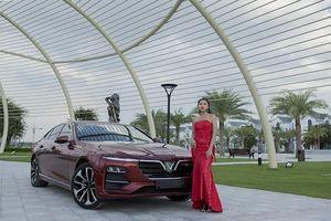 Người đẹp 9X đọ dáng bên xe sedan VinFast Lux A2.0