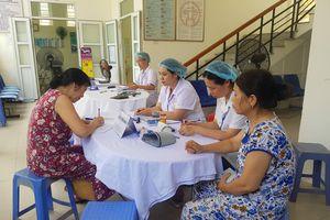 Vụ cháy công ty Rạng Đông: Người dân đổ xô đi khám sức khỏe