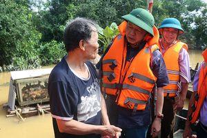 Bộ trưởng Trần Hồng Hà thăm người dân vùng lũ Quảng Bình