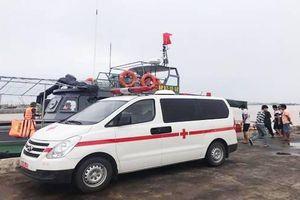Cứu được 4 ngư dân Nghệ An trong vụ chìm tàu cá ở biển Quảng Bình