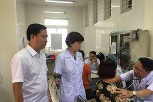 50 người dân đầu tiên ở gần Công ty Rạng Đông đã được khám sức khỏe miễn phí